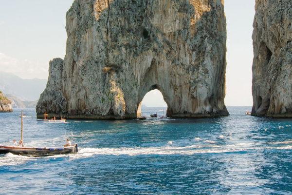 faraglioni-cliffs-capri-1680x700